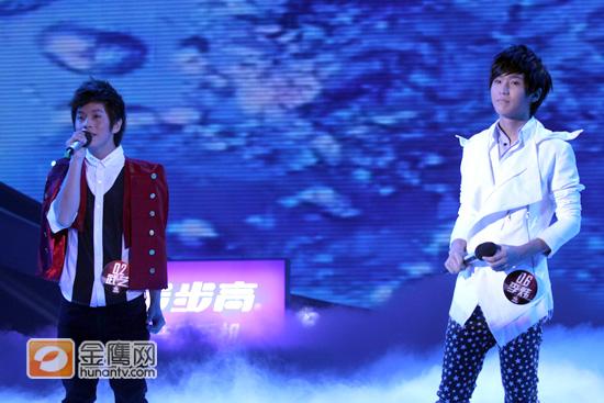 武艺和李炜深情演唱《爱如潮水》