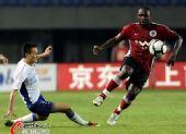图文:[中超]辽宁1-0上海 贺西马突破