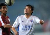 图文:[中超]辽宁1-0上海 姜坤比赛中拼抢