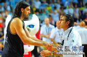 图文:男篮世锦赛精选 斯科拉握手