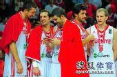 图文:男篮世锦赛精选 欣赏奖牌