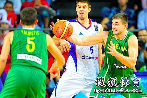 图文:男篮世锦赛精选 空中接球