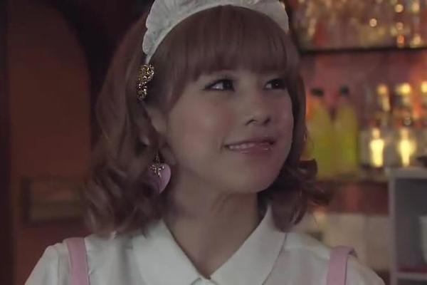 这张则是粉嫩系列中的经典,女仆装啦。