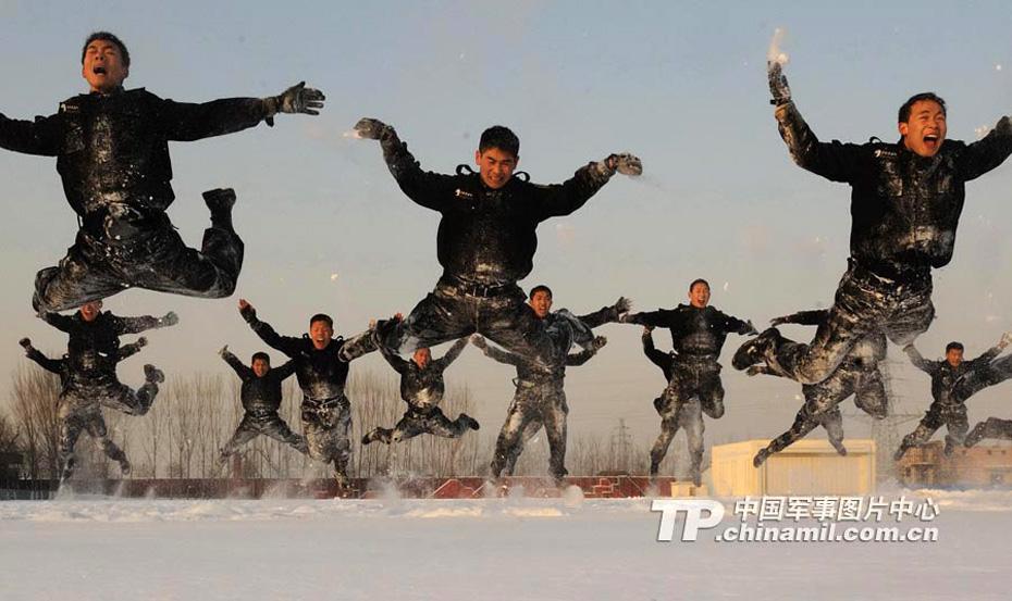 """中国 冯凯旋/高清:近距离感受中国""""雪豹突击队""""(组图)"""