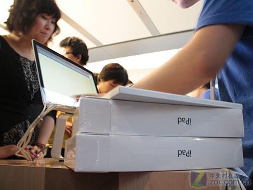 现场报道:iPad发售盛况 购买第一人诞生