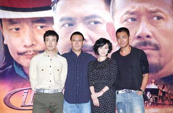 导演姜文昨日率主创出席《让子弹飞》宣传仪式