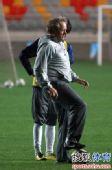 图文:[中超]泰达踩场训练 阿里汉指导任意球