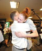 图文:风暴队夺WNBA总冠军 深情拥抱