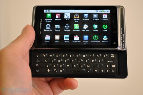 侧滑键盘之战 里程碑2对决HTC Desire Z