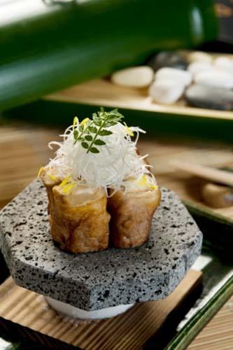 「稻菊日本料理」 �C「松茸和牛卷石烧」�C松茸加和牛都是昂贵食材,口感极为浓烈而甘香,定能令每位宾客一试难忘