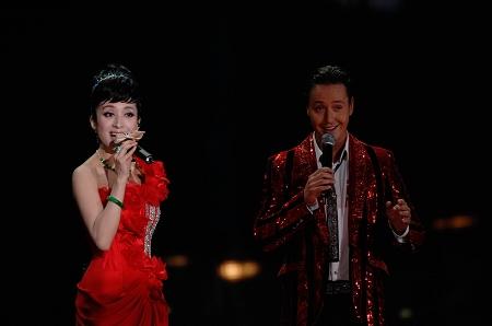 汤灿公益开唱尽显民族风采呼吁观众献爱心