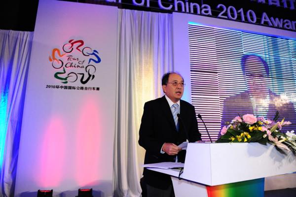 图文:2010年环中国赛圆满落幕 肖天晚宴上致辞