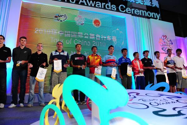 图文:2010年环中国赛圆满落幕 车队前三名领奖