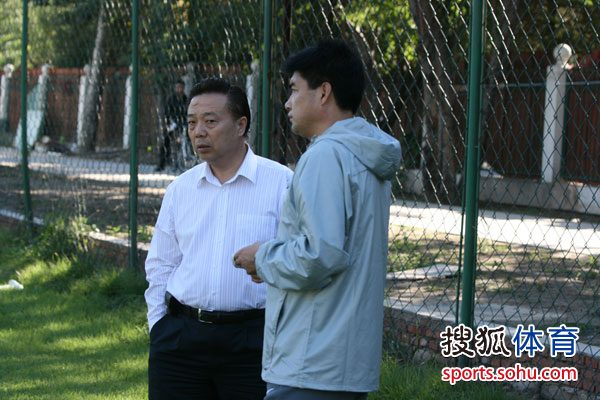 国安总经理高潮与魏克兴谈话