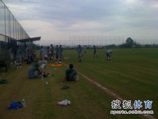 图文:[中超]南昌中秋备战 训练休息