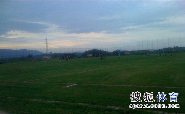图文:[中超]南昌中秋备战 训练场全景
