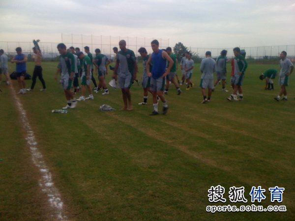 图文:[中超]南昌中秋备战 训练结束