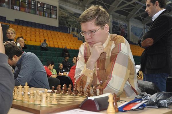 图文:国象奥赛第二轮 俄罗斯棋手马拉霍夫