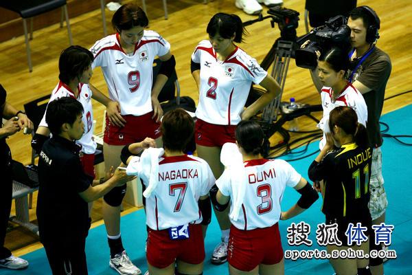 图文:中国女排VS日本 日本队暂停