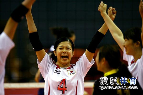 图文:中国女排VS日本 日本队庆祝得分