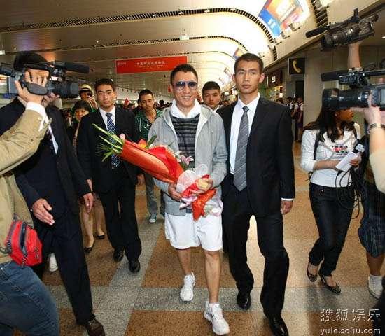 孙红雷抵达首都机场