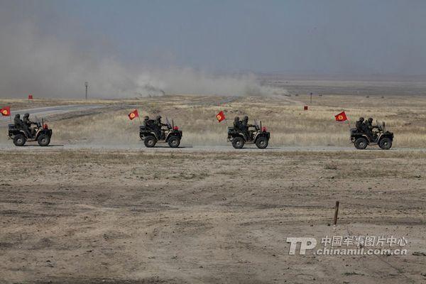 解放军特种部队现身上合军演 配先进装备