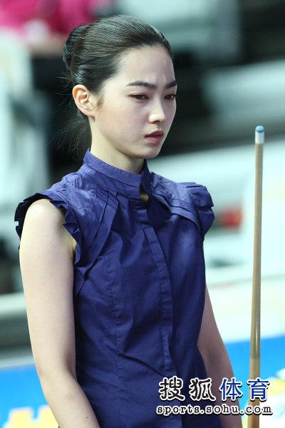 在女子组的1/8决赛中,韩国美女车侑兰9-6击败卫冕冠军,中华台北球手蔡