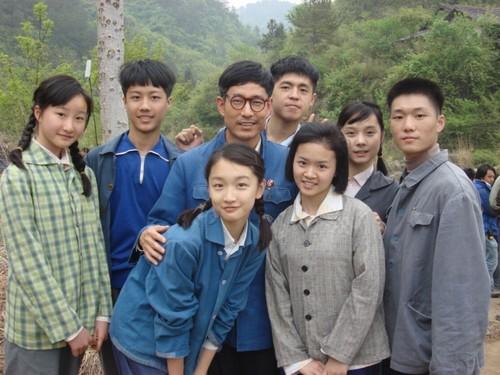 成泰燊《山楂树之恋》与学生们