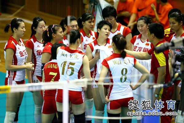 中国女排亚洲杯名单_图文:亚洲杯中国女排vs泰国 俞觉敏单点张磊
