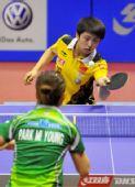 图文:女乒世界杯第二日赛况 郭跃正手搓球