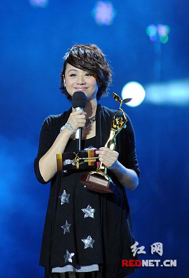 当晚,曹颖成为首个开奖嘉宾