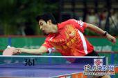 图文:乒超男团决赛第三回合 朱世赫正手回球
