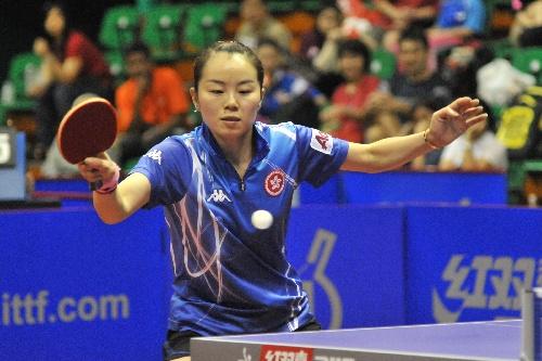 图文:女乒世界杯26日赛况 帖雅娜正手回球