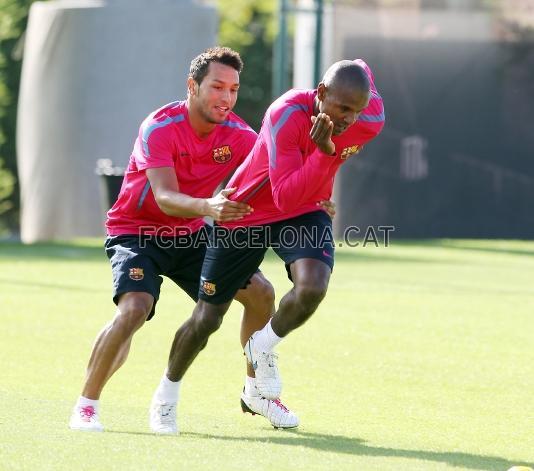 ...他也是刚刚回到巴塞罗那不久,当天只有阿比达尔、梅西和刚刚伤愈...图片 33923 534x471