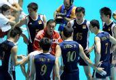 图文:世锦赛中国男排0-3法国 周建安指导队员
