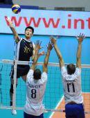 图文:世锦赛中国男排0-3法国 法国队双人拦网