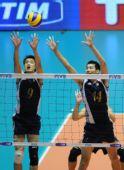 图文:世锦赛中国男排0-3法国 中国队员拦网