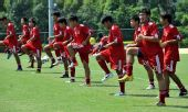 图文:香港足球队备战亚运会 进行赛前训练
