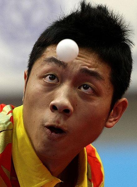 图文:乒球世界杯男团3-1日本 许昕瞪大双眼