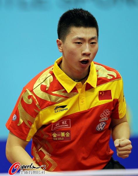 图文:乒球世界杯男团3-1日本 马龙庆祝得分