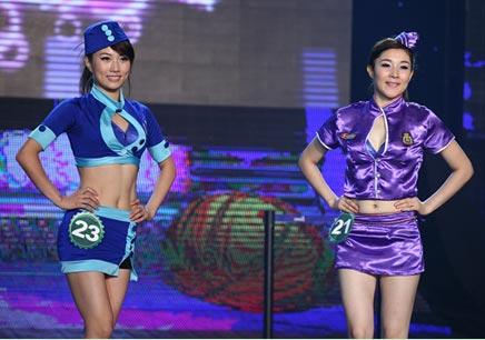美女着空姐装护士装登台 搜狐