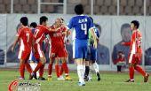 图文:[中超]青岛1-0河南 尤科奇险起冲突