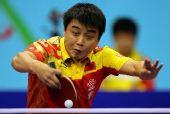 图文:乒球世界杯男团进决赛 王皓在比赛中