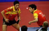 图文:乒球世界杯男团进决赛 许昕在比赛中