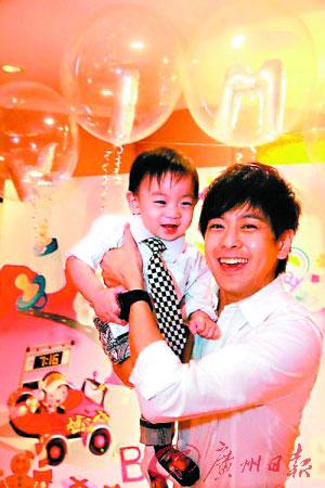 """林志颖和儿子""""小小志"""" 为亚运会青年营献声"""
