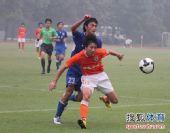 图文:预备队联赛鲁能1-0申花 高迪勇猛护球