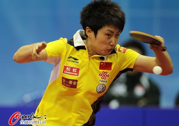 图文:乒乓球世界杯女团夺冠 郭跃英姿飒爽