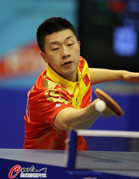 图文:乒乓球世界杯男团登顶 马龙英姿飒爽