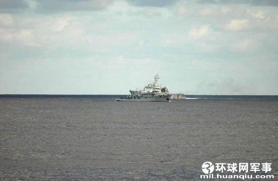 资料图:中国渔政203号船巧妙调头。