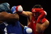 图文:中美业余拳击争霸赛在纽约举行 猛烈攻击